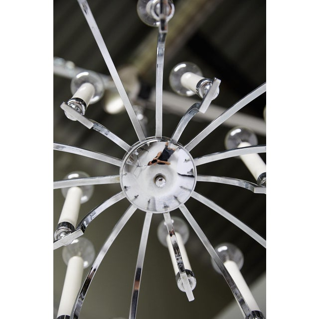 1970s Midcentury Modern 14-Arm Chrome Chandelier by Lightolier For Sale - Image 5 of 12