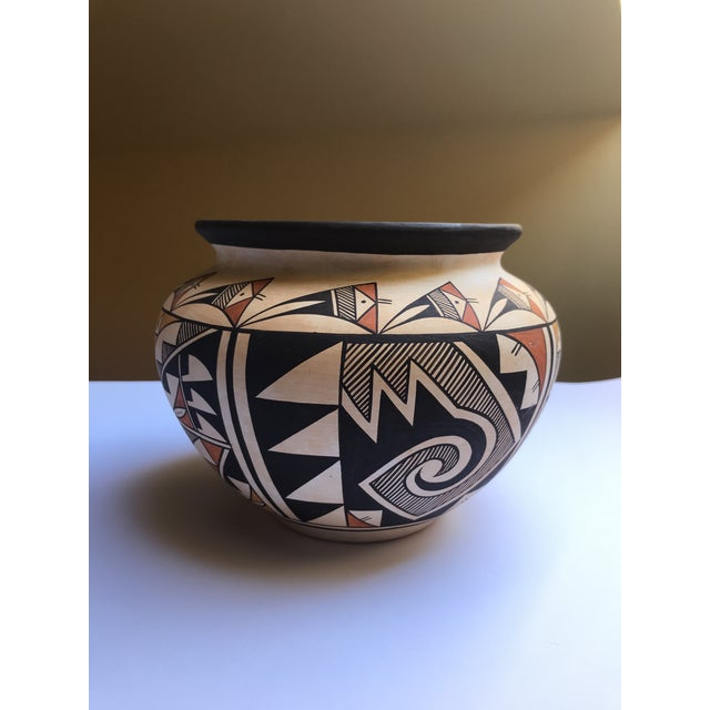 "Acoma Pueblo Pottery, Westly Bagaye ""Quail"" For Sale - Image 4 of 11"