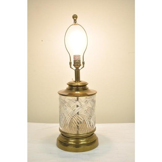 Ethan Allen Vintage Ethan Allen Brass & Etched Crystal Glass Table Desk Bedside Table Lamp For Sale - Image 4 of 11