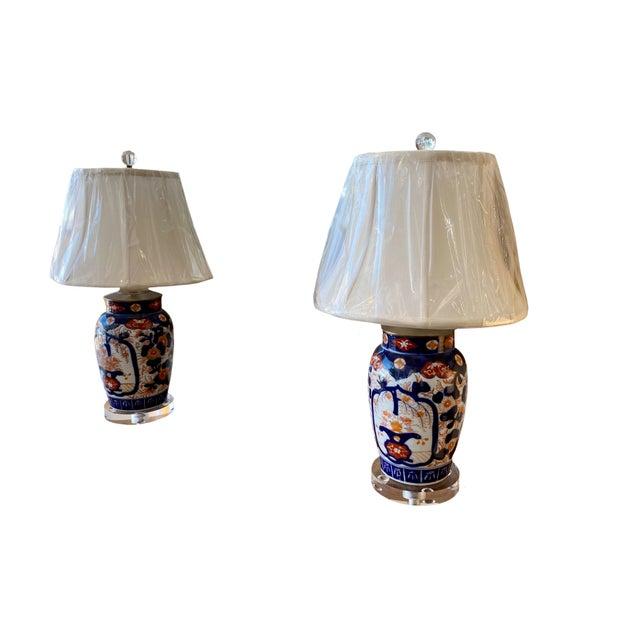 Asian Imari Porcelain Lamp and Acrylic Base For Sale - Image 3 of 5