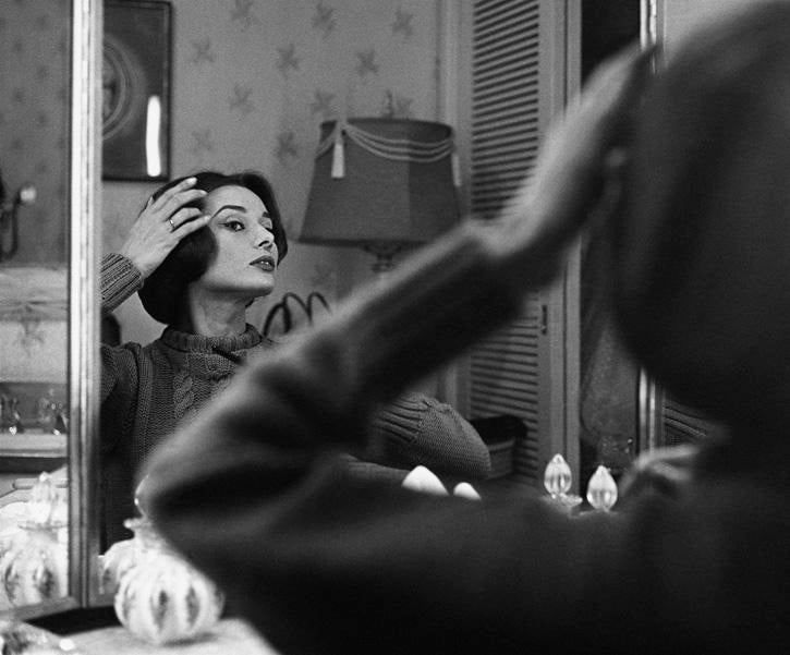 Incredible Audrey Hepburn at her dressing room mirror 1957 DECASO
