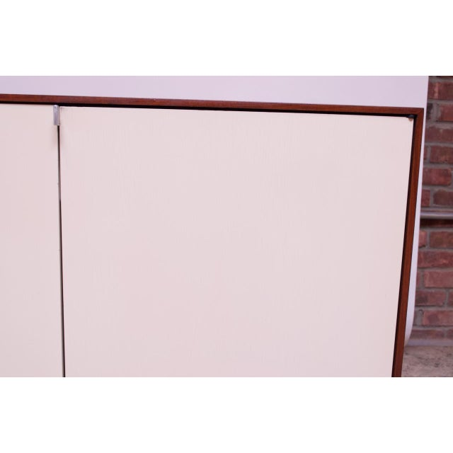Vintage Florence Knoll White Lacquer and Walnut Model 541 Credenza / Cabinet For Sale - Image 11 of 13