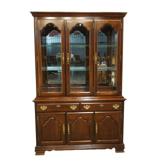1990s Traditional Kincaid Furniture Solid Cherry/Cherry Mountain III China Cabinet For Sale