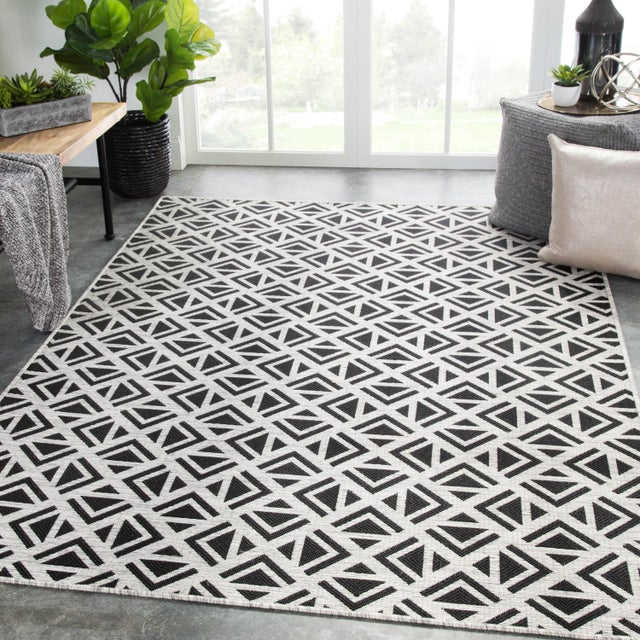 2010s Nikki Chu by Jaipur Living Tanith Indoor/ Outdoor Geometric Area Rug - 2′ × 3′7″ For Sale - Image 5 of 6