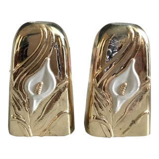 1950s Hollywood Regency Gold and White Salt and Pepper Shakers - a Pair For Sale