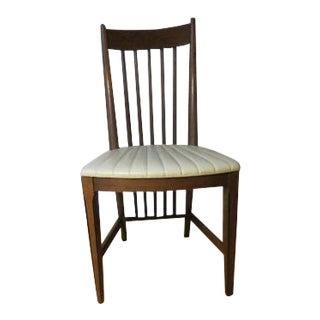 1960s Vintage Raval Furniture Co. Windsor Style Back Chair For Sale