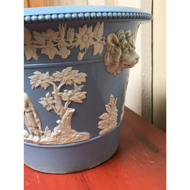 Grainger factory English cachepot. Made in the 1830s. In the style of neoclassical.