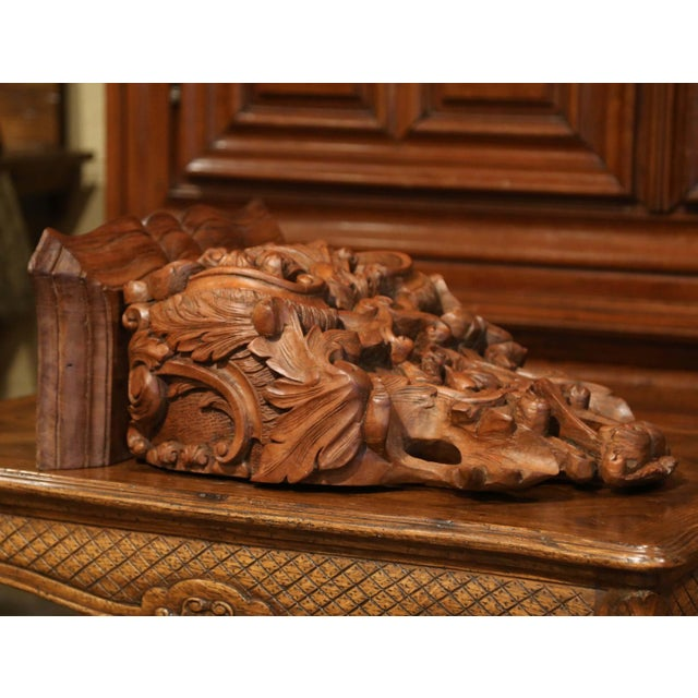 Mid-19th Century French Louis XIV Carved Walnut Wall Bracket With Shell Motif For Sale In Dallas - Image 6 of 13