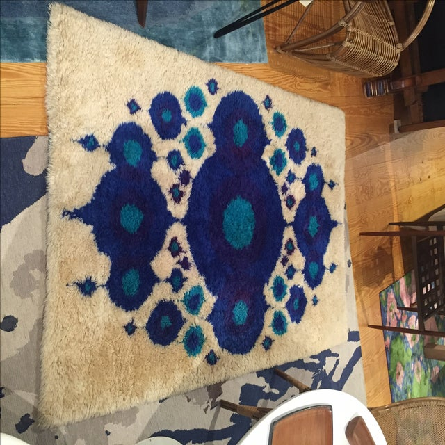 Beautiful and bold Scandinavian wool rya rug in excellent condition. Measures 4′8″ × 6′4″.