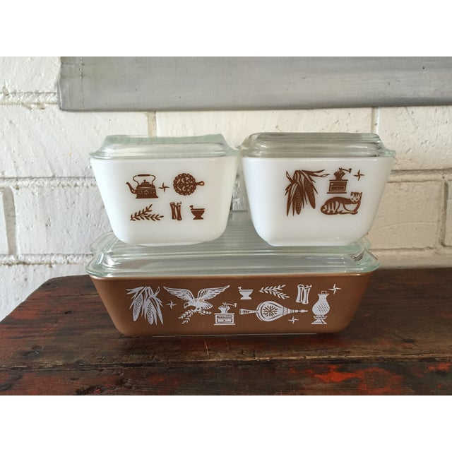 Vintage Pyrex full set of refrigerator dishes in the brown and white Early American pattern. All are in great condition....