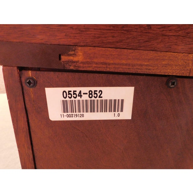 """Lexington """"The Palmer Home Collection"""" Large Mahogany Chippendale Style Breakfront For Sale In Philadelphia - Image 6 of 13"""