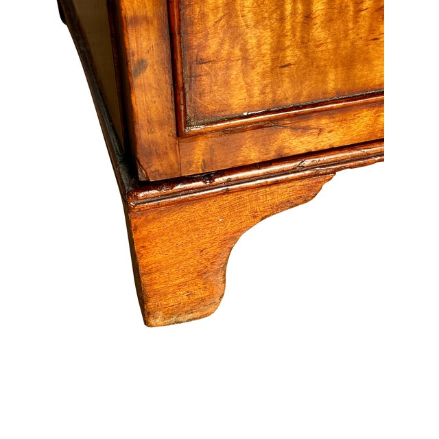 George III Fiddleback Mahogany Side Cabinet For Sale In Boston - Image 6 of 9