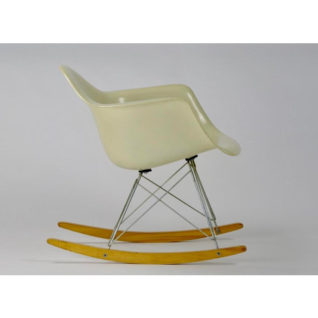 Herman Miller Eames Rocking Chair RAR in Parchment For Sale - Image 4 of 11