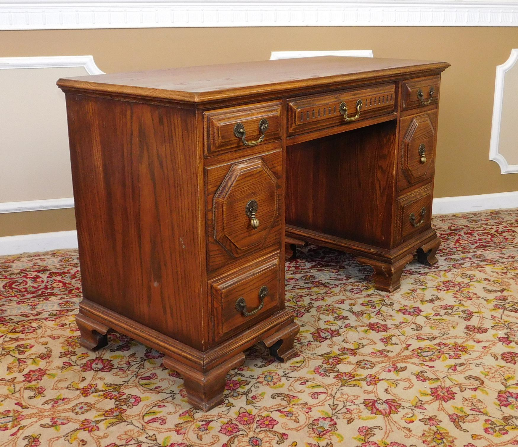 Incroyable This Is A Great Solid Oak Bedroom Desk Made By The Davis Cabinet Company,  1970s