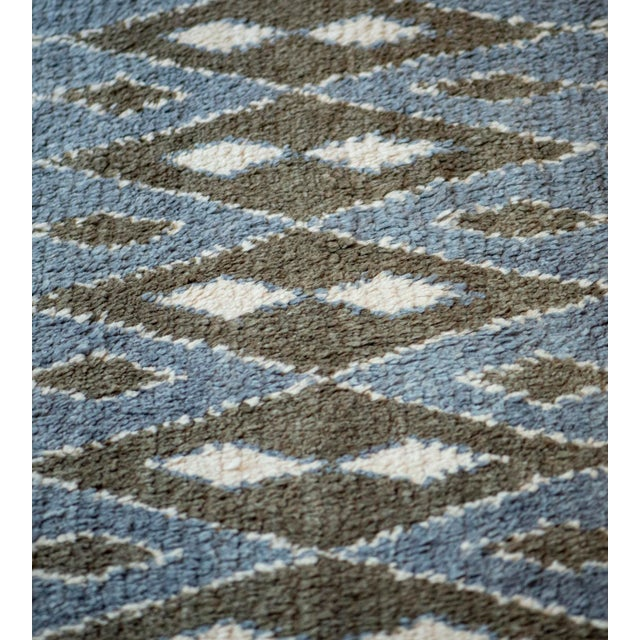 2010s Contemporary Handwoven Turkish Wool Rug For Sale - Image 5 of 6