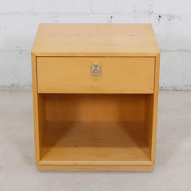 This very good looking nightstand was designed by Jack Cartwright for the respected American manufacturer Founders. It has...