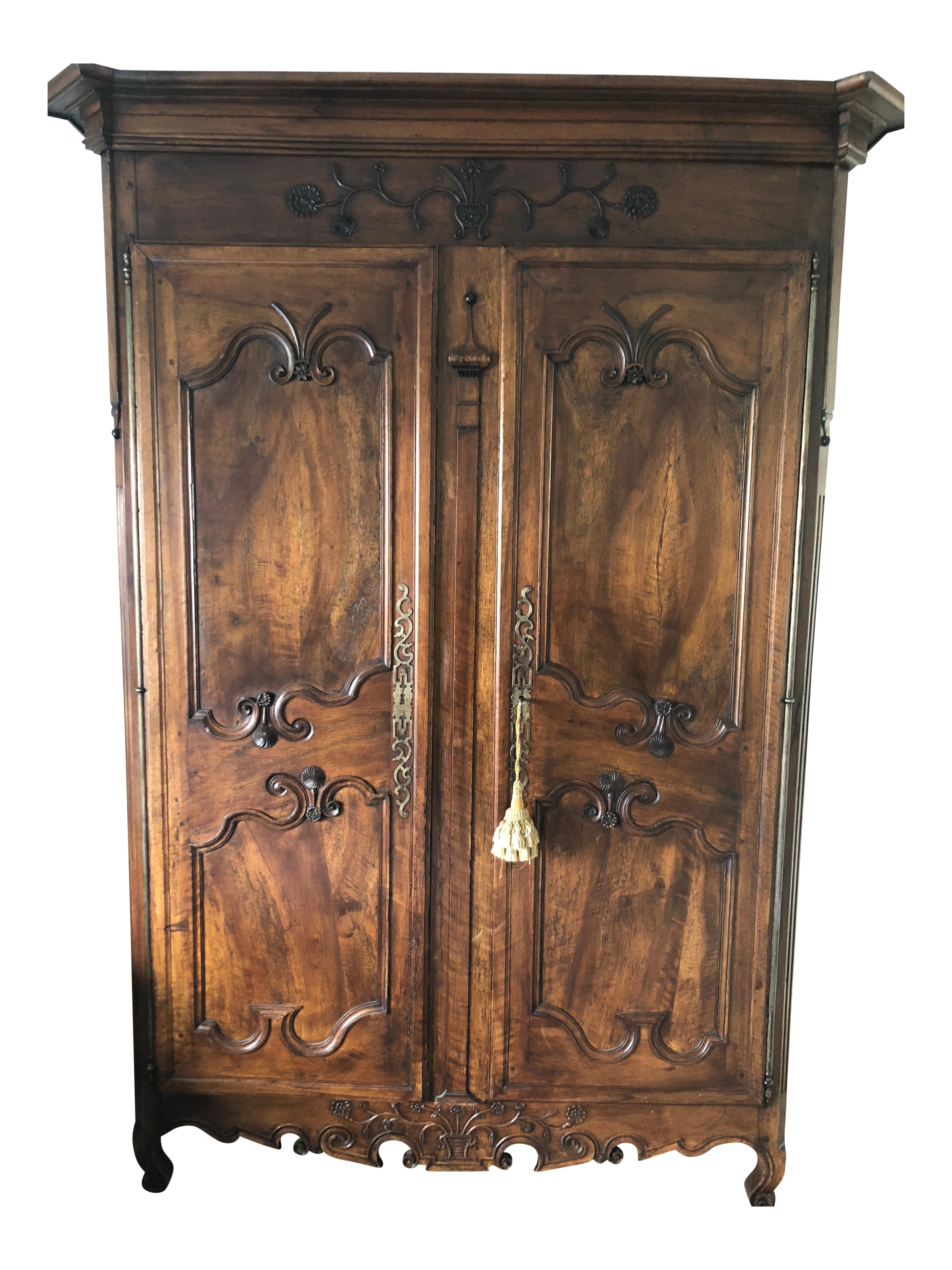 Incroyable Louis XV French Country Armoire