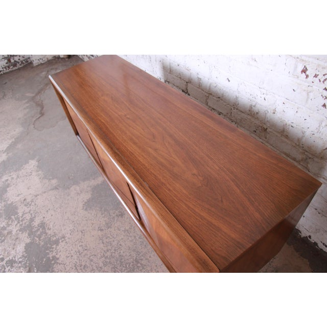 1960s Mid-Century Modern Sculpted Walnut Diamond Front Triple Dresser or Credenza by United For Sale - Image 5 of 11