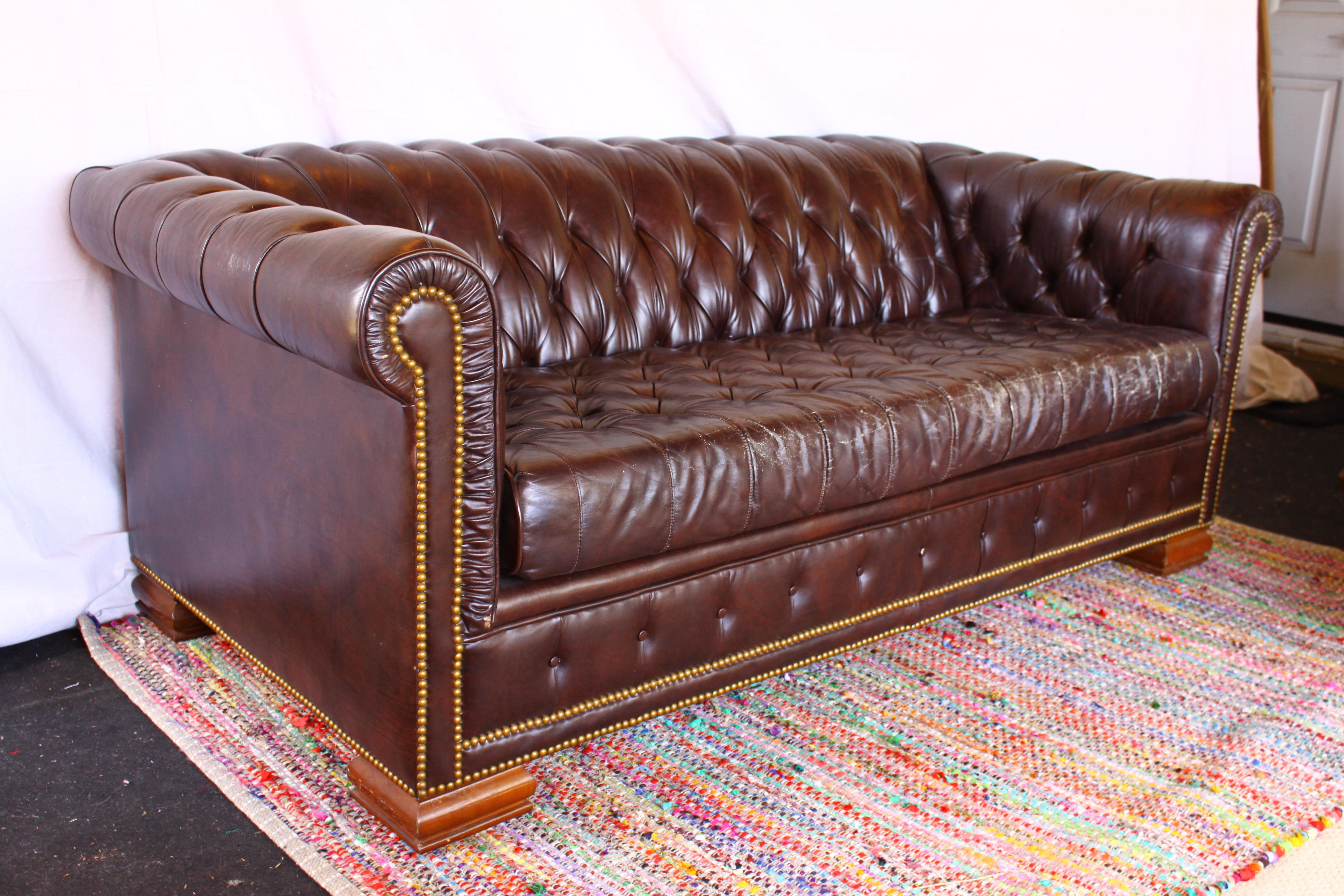 Exceptionnel Vintage Schafer Bros Chesterfield Sofa   Image 2 Of 11