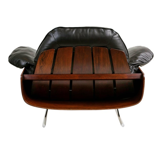 This extremely rare lounge chair by Jorge Zalszupin encapsulates the quality and innovation of the designer's expertise....