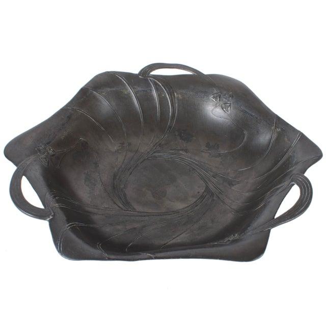 Art Nouveau Jugendstil pewter bowl designed by Hans Peter for Juventa Prima Metal. Made from 1902-1908. Very good condition.