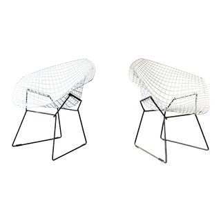 Knoll Mid Century Modern Bertoia Diamond Chairs, a Pair For Sale