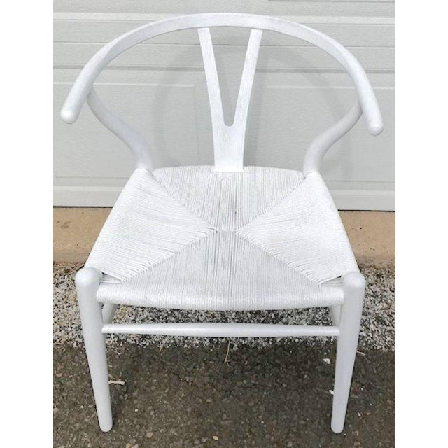 Mid-Century Modern Hans Wegner Wishbone Chairs, CH24 in White - Set of 4 For Sale - Image 3 of 8