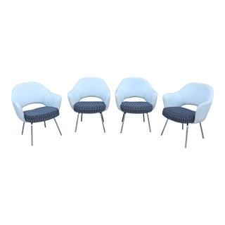 Mid-Century Modern Eero Saarinen for Knoll White Executive Arm Chairs - Set of 4 For Sale