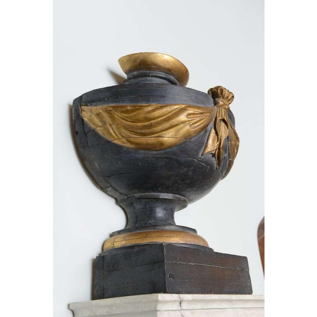 Pair of Italian Neoclassic Painted and Parcel-Gilt Urns on Pedestals For Sale In Miami - Image 6 of 8