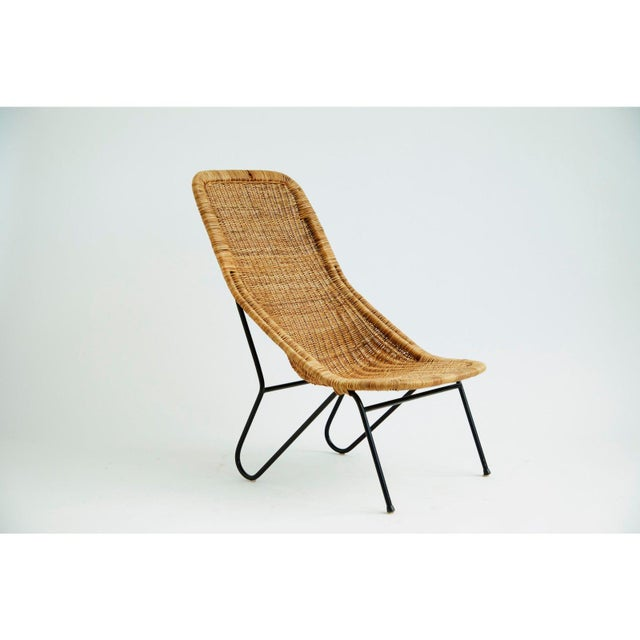 Beautiful 1950's wicker chair with black metal frame and in a good vintage condition. Great for both outdoor or indoor...