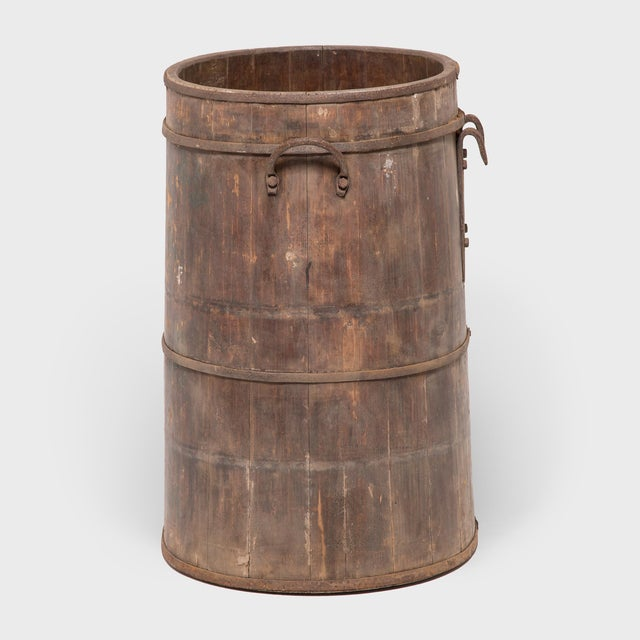 The beautifully aged surface of this provincial water barrel is a testament to time and use. The barrel's finely joined...