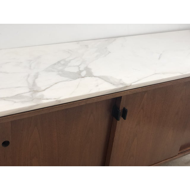 Animal Skin 1967 Mid-Century Modern Florence Knoll Designed Calcutta Gold Marble Top Credenza For Sale - Image 7 of 13