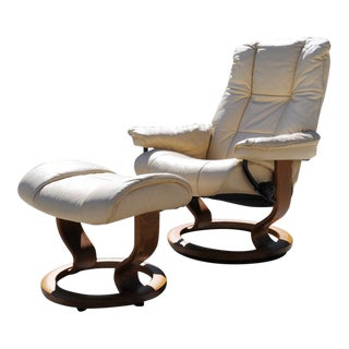 Modern Ivory Leather Ekornes Stressless Recliner Chair & Ottoman For Sale