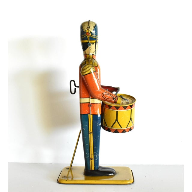 Antique Working Lithograph Tin Wind-Up Toy Drum Major For Sale - Image 4 of 11