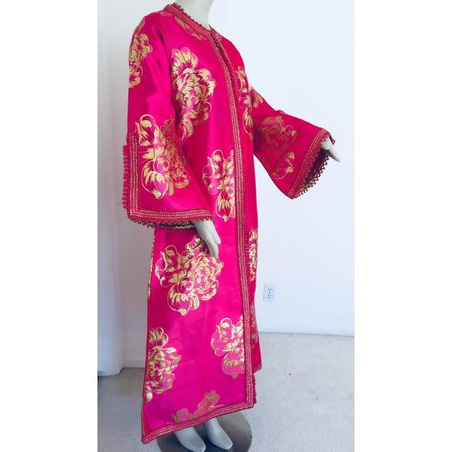 Vintage Designer Moroccan Caftan, Metallic Brocade Kaftan With Pink and Gold For Sale - Image 13 of 13