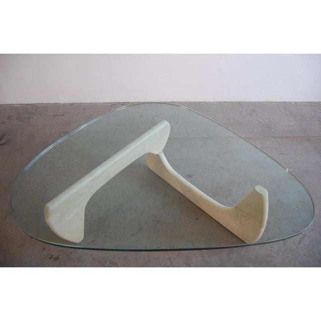Isamu Noguchi IN-50 Coffee Table by Isamu Noguchi For Sale - Image 4 of 7