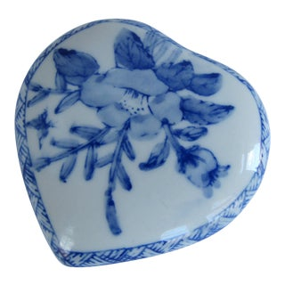 Blue & White Chinoiserie Heart Shaped Box For Sale