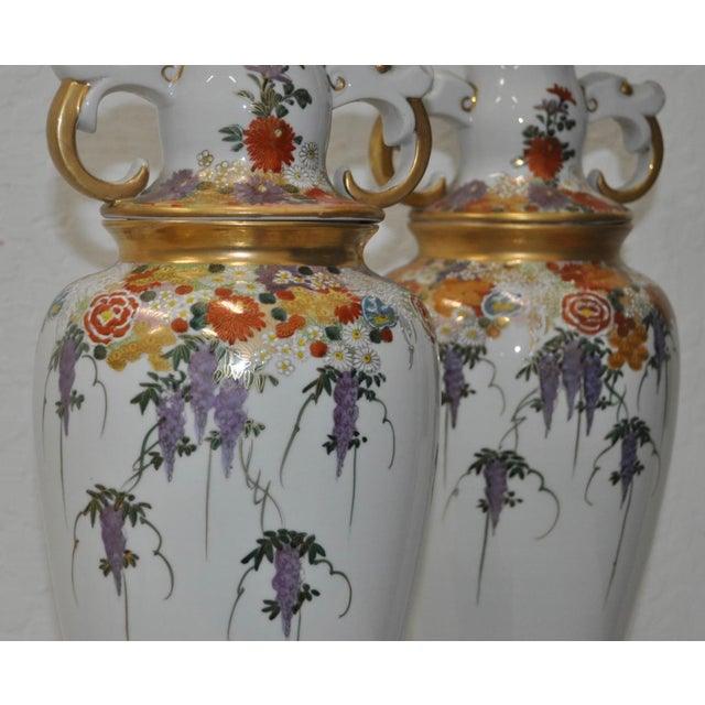 Pair of Mid-Century Japanese Kutani Porcelain Table Lamps For Sale - Image 4 of 11
