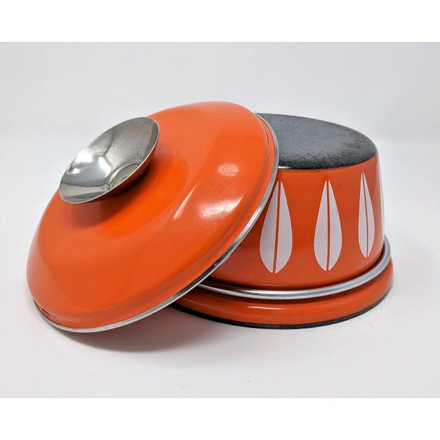 1960s Vintage Grete Prytz Kittelsen for Cathrineholm Enamel Lotus Saucepan For Sale - Image 11 of 12