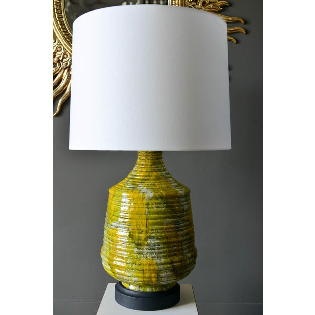 Large textured ceramic table lamp, circa 1975. Original wiring in good condition, with beautiful colors in the ceramic...