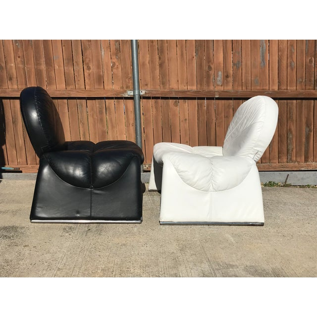 Giorgio Saporiti Black and White Vintage Leather Italian Lounge Chairs - a Pair For Sale - Image 4 of 12