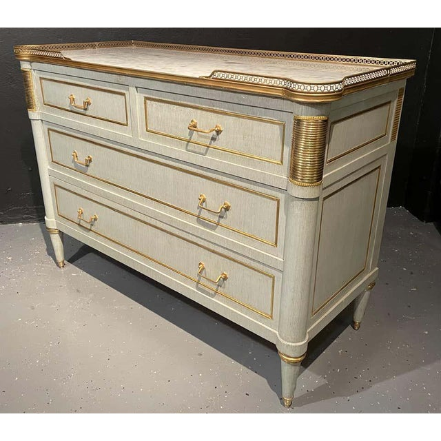 Hollywood Regency Pair of Commodes, Nightstands in Decorator Faux Linen Gray Paint Jansen Style For Sale - Image 3 of 13