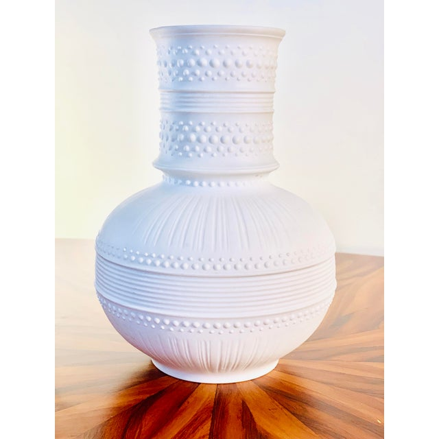 1990s rosenthal fine china exquisite pattern and flawless porcelain.