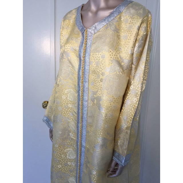 Islamic Metallic Gold and Silver Brocade 1970s Maxi Dress Caftan, Evening Gown Kaftan For Sale - Image 3 of 10
