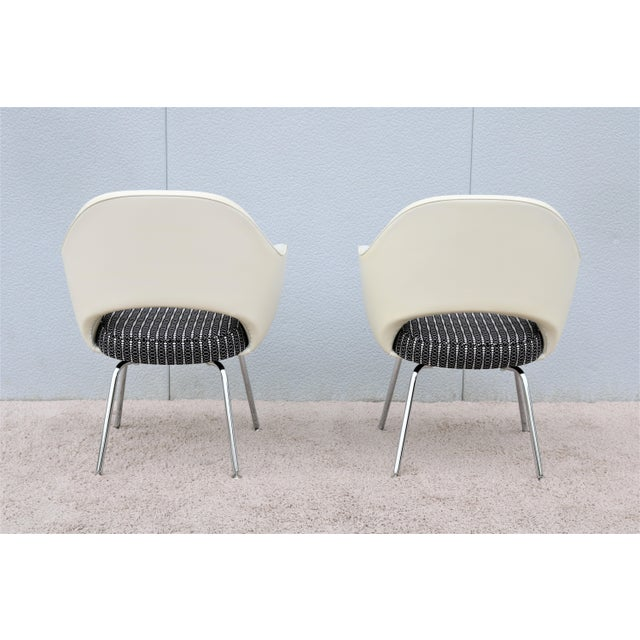White Mid-Century Modern Eero Saarinen for Knoll White Executive Arm Chairs - a Pair For Sale - Image 8 of 13