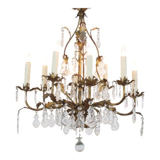An Elegant Italian 1960's Hollywood Regency 8-Light Gilt-Tole Chandelier For Sale