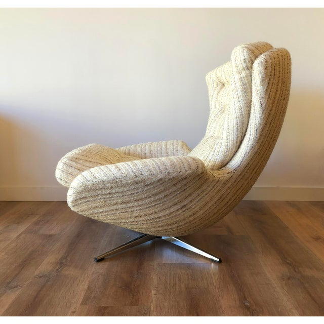 Arne Jacobsen Mid-Century Swedish Tufted Egg Swivel Chair With Swivel Ottoman For Sale - Image 4 of 12