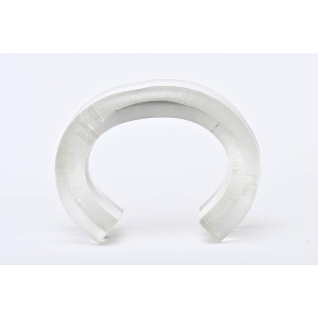 1980s Judith Hendler Lucite Clear and White Cuff Bracelet For Sale - Image 5 of 9