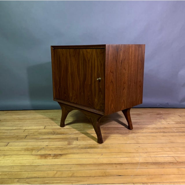 Mid-Century Modern 1960s American Modern Walnut and Brass Nightstands For Sale - Image 3 of 10