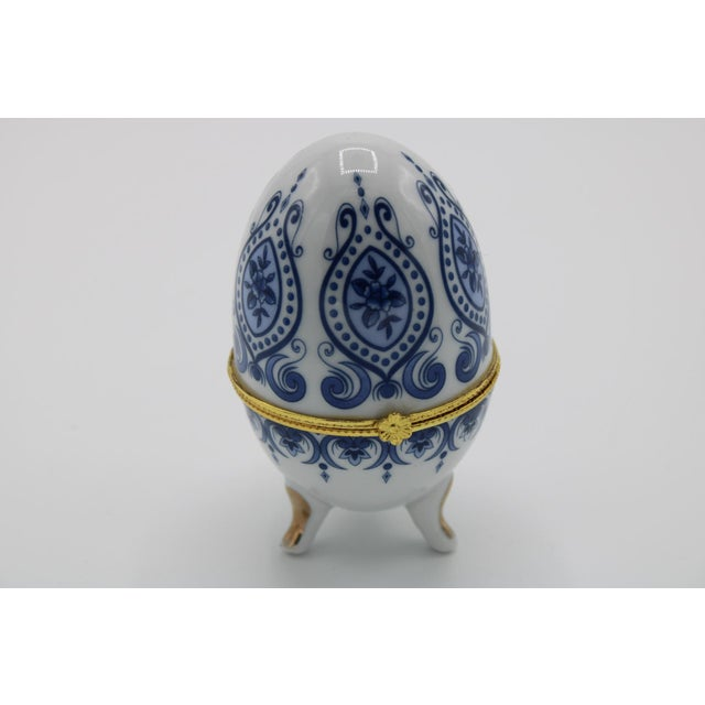 Floral Blue and White Porcelain Egg Shaped Ring Box For Sale - Image 12 of 13